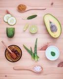 La cura e l'ente di pelle casalinghi sfregano con il avoca naturale degli ingredienti Immagine Stock Libera da Diritti