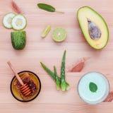 La cura e l'ente di pelle casalinghi sfregano con il avoca naturale degli ingredienti Fotografia Stock Libera da Diritti