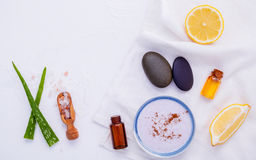 La cura e l'ente di pelle casalinghi sfregano con il limone naturale degli ingredienti Fotografia Stock
