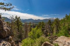 La curva de muchos parques pasa por alto en Rocky Mountain National Park Imagenes de archivo