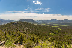 La curva de muchos parques pasa por alto en Rocky Mountain National Park Imagen de archivo libre de regalías