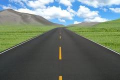 La curva recta del camino coloca paisaje Fotografía de archivo