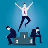 La curvatura e la holding asiatiche dell'uomo d'affari della concorrenza concept Uomo d'affari del vincitore Fotografia Stock Libera da Diritti