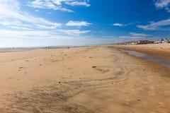 La curvatura insabbia la spiaggia Inghilterra Regno Unito Fotografia Stock Libera da Diritti