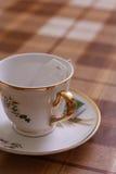 La cuvette avec le sachet à thé Images libres de droits