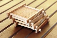 La cuvette de thé matérielle en bambou se reposent Photographie stock libre de droits