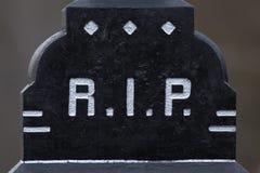 La DÉCHIRURE de lettre sur une tombe Photo libre de droits