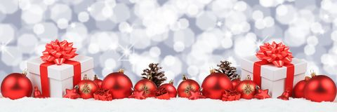 La décoration de bannière de boules de présents de cadeaux de Noël tient le premier rôle le backgroun Images libres de droits