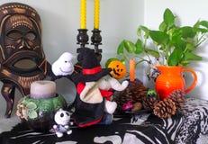 La décoration de Halloween la plus mignonne dans le salon ! ! Image libre de droits