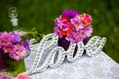 La décoration de mariage, aiment le signe en bois Image libre de droits