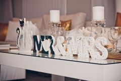 La décoration de mariage de Monsieur et de Mlle font la fête noir et blanc Image libre de droits