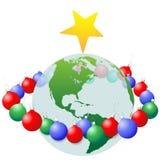 La décoration de Noël ornemente la boucle autour de la terre Photographie stock libre de droits