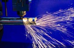 La découpeuse de laser de fibre de commande numérique par ordinateur Photographie stock libre de droits