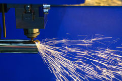 La découpeuse de laser de fibre de commande numérique par ordinateur Photo libre de droits