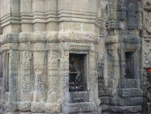La déesse indienne est découpée dans la pierre au temple de Baijnath Photographie stock libre de droits
