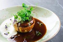 La délicatesse française délicieuse a servi d'un plat élégant Photos libres de droits
