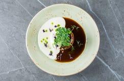 La délicatesse française délicieuse a servi d'un plat élégant Image stock