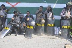 La démolition des maisons sur la terre a possédé la pinte KAI à Semarang Image libre de droits