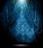 La damassé bleue drapent le fond Image libre de droits