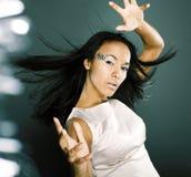 La dame de glace de beauté de portrait de mode éclabousse de la lumière dans le studio, Cr photo stock