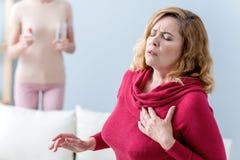 La dame mûre souffre du chagrin d'amour Photographie stock libre de droits