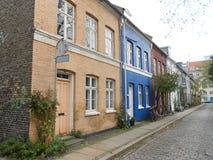 La Danimarca ha colorato le case, una via perfetta immagini stock