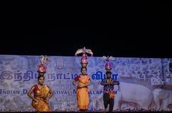 La danse de Karakattam a exécuté dans le mamallapuram indien de festival de danse photographie stock libre de droits
