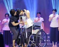 La danse de langue des signes : amour maternel Image stock