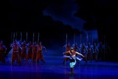 La danse de rotation du ` d'acte des samouraïs 2-The quatre a obstrué le ` de dédouanement - ` en soie de princesse de danse de ` Photos libres de droits