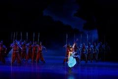 La danse de rotation du ` d'acte des samouraïs 2-The quatre a obstrué le ` de dédouanement - ` en soie de princesse de danse de ` Photo libre de droits