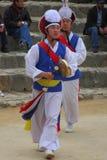 La danse des fermiers au village folklorique coréen Photos stock