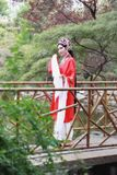 La danse traditionnelle de robe de jeu de drame de rôle de la Chine de femme d'Aisa de Pékin Pékin d'opéra de costumes de jardin  photographie stock libre de droits