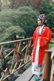 La danse traditionnelle de robe de jeu de drame de rôle de la Chine de femme d'Aisa de Pékin Pékin d'opéra de costumes de jardin  image libre de droits
