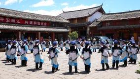 La danza de la gente del naxi imágenes de archivo libres de regalías