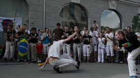 La danza de la mujer del hombre canta almacen de metraje de vídeo