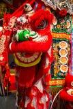 La danza de león se realizó para una celebración lunar del Año Nuevo Imagen de archivo