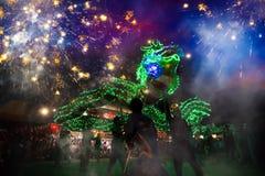 La danza del dragón se realizó para una celebración lunar del Año Nuevo Imagenes de archivo