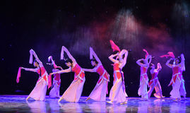 La danza popolare del cittadino del fatato- del fiore della pesca Fotografia Stock