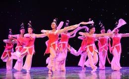La danza popolare del cittadino del fatato- del fiore della pesca Immagine Stock