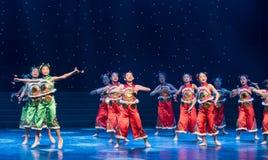 La danza popolare di ragazza-cinese del villaggio della neve Fotografie Stock Libere da Diritti
