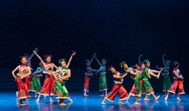 La danza popolare di ragazza-cinese del villaggio della neve Immagine Stock Libera da Diritti