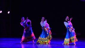 La danza popolare tibetana del cittadino di Gaisang-The stock footage
