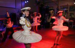 La danza que la diana se realizó por los bailarines, actores del marinero de la compañía del teatro de variedades del estado de S Imagen de archivo