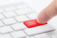 la datación en línea, con el mensaje encendido incorpora la llave del teclado Fotografía de archivo libre de regalías