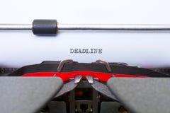 La date-limite a tapé sur la machine à écrire de cru photo libre de droits