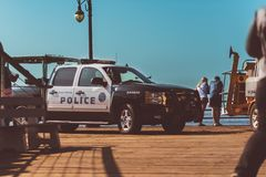 La, de V.S. - 30 Oktober 2018: Een Santa Monica-politievoertuig op de pijler stock afbeeldingen