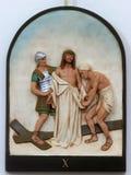 la decima via Crucis, Gesù è spogliata dei suoi indumenti fotografia stock libera da diritti