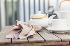 La decoración de la casa detalla el juego de té Imágenes de archivo libres de regalías