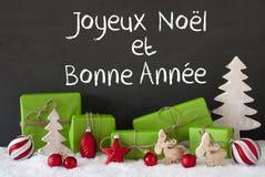 La decoración de la Navidad, cemento, nieve, Bonne Annee significa Feliz Año Nuevo Fotos de archivo libres de regalías
