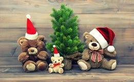 La decoración de la Navidad con el vintage juega la familia del oso de peluche fotografía de archivo